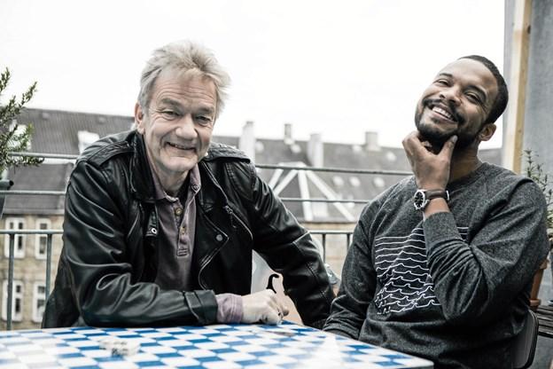 To spillemænd mødes Frederikshavn. Foto: Rasmus Bundgaard