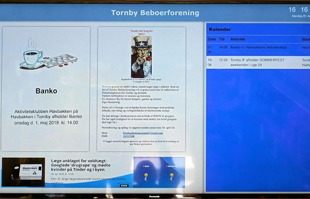 Tornby Beboerforening har fået doneret to informationsskærme. Den ene er opsat i Dagli'Brugsen den anden i Tornby Hallen. Foto: Niels Helver