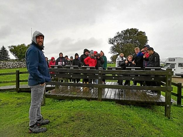 Arkæolog Simon Kjær fra Vesthimmerlands Museum viste på Aggersborg rundt og øste ud af sin viden fra sine udgravninger på stedet. Privatfoto