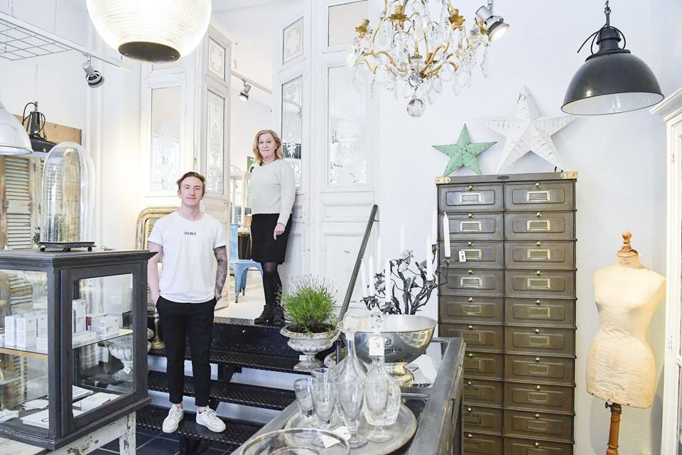 Det er mor og søn, som står bag forretningen, der for nyligt åbnede i Nørregade. Foto: Michael Koch