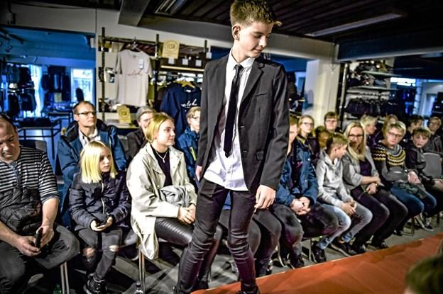Fuldt hus til modeshow hos Din Tøjmand Baun og By Malene, der holdt showet sammen lørdag. Foto: Ole Iversen