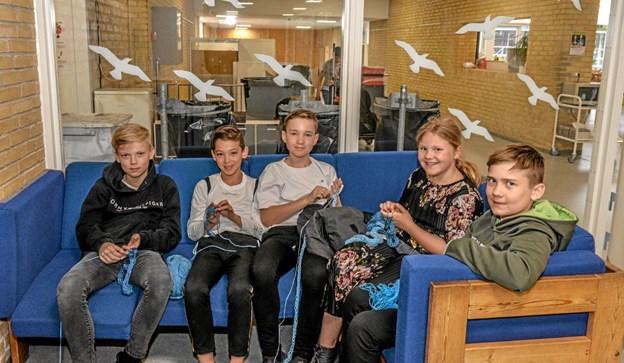 5. klasse på Løgstør Skole og børn fra SFO i gang med et projekt, som skal afsløres til muslingefestivalen i Løgstør. Foto: Mogens Lynge Mogens Lynge
