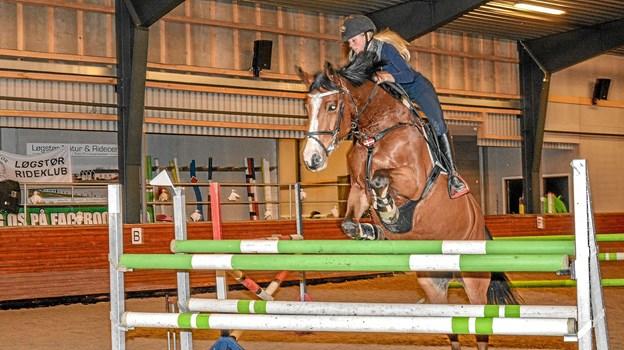 Lars Fedder underviser både i spring og dressur og både pony og heste. Stald ansvarlig på Løgstør Rideskole er Gitte Munkholm. Foto: Mogens Lynge