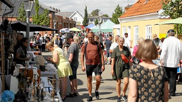 Tusindvis af handlende lagde vejen forbi. Foto: Allan Mortensen
