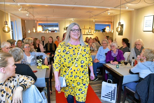 Det lette sommertøj blev vest frem ved Annes Hus´ to modeshows. Foto: Ole Iversen Ole Iversen