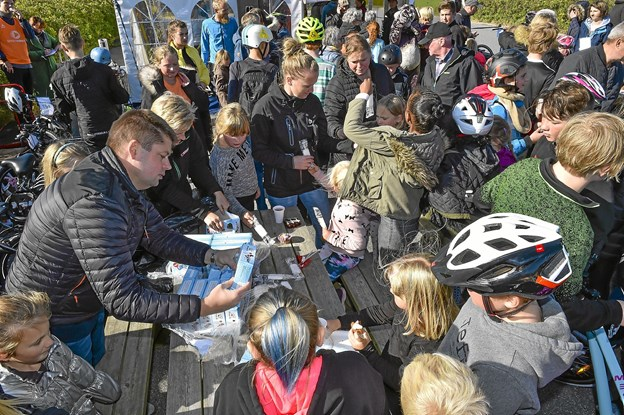 230 is til rytterne, sponseret af SPAR købmanden på havnen, fik hurtigt ben at gå på. Foto: Ole Iversen