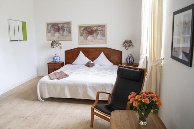 Det er måske ikke helt Jeppe i baronens seng, men Egon Olesen har et helt særligt forhold til Lerbæk Hovedgård. Foto: Kim Dahl Hansen
