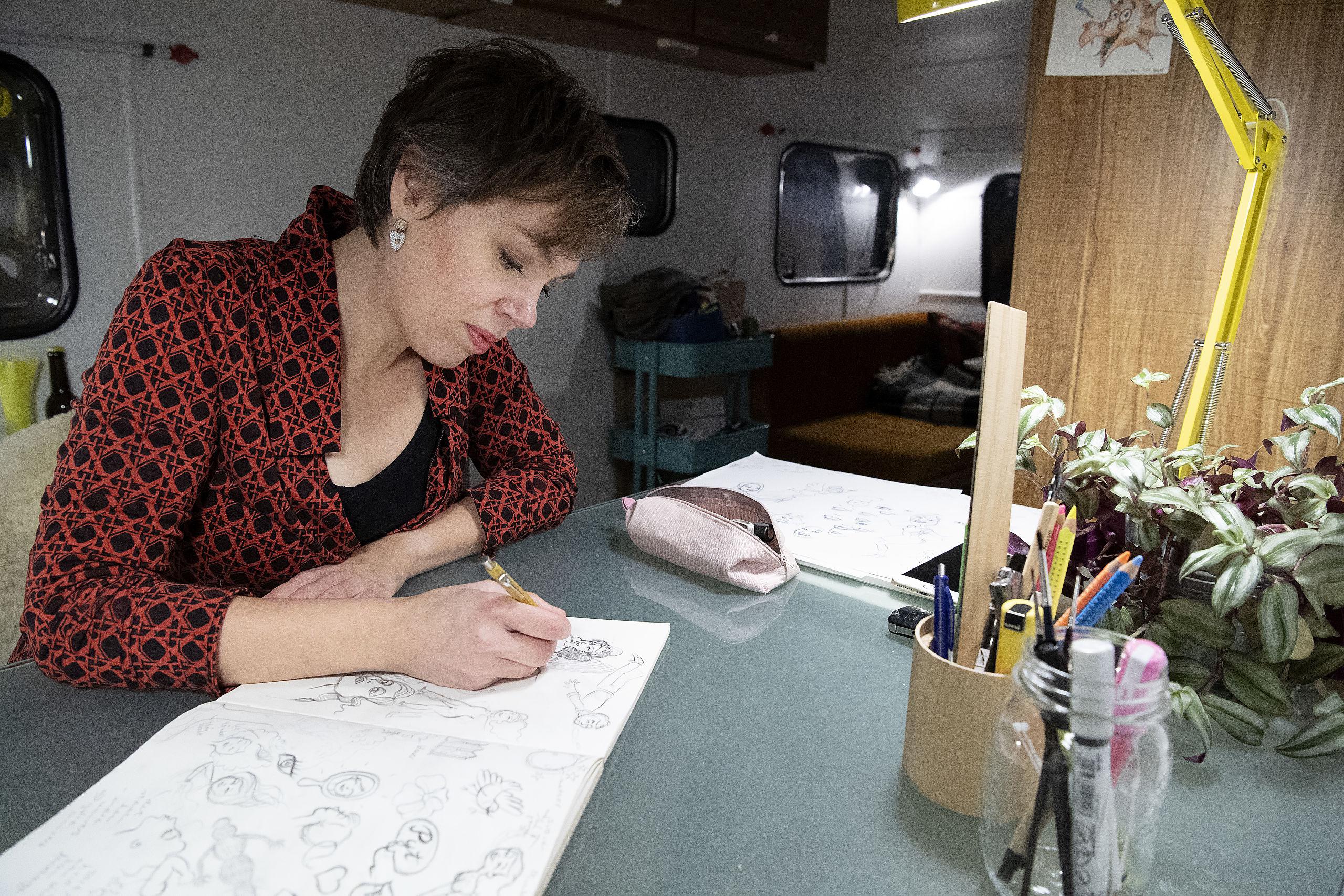 Kunstformen er doodles, hvor Jill Lycoops' små tegninger tilsammen skaber en stor tegning. Foto: Peter Mørk