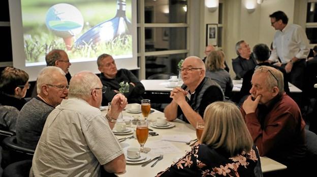 omkring 75 menige medlemmer plus bestyrelsen mødte frem til generalforsamlingen i Hobro Golfklub. Foto: TM & E-Air-view.dk