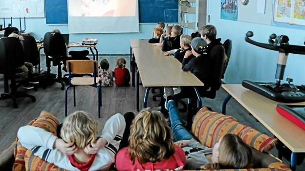 Mens de voksne er til generalforsamlinger, er der film for børnene. Foto: Niels Helver Niels Helver