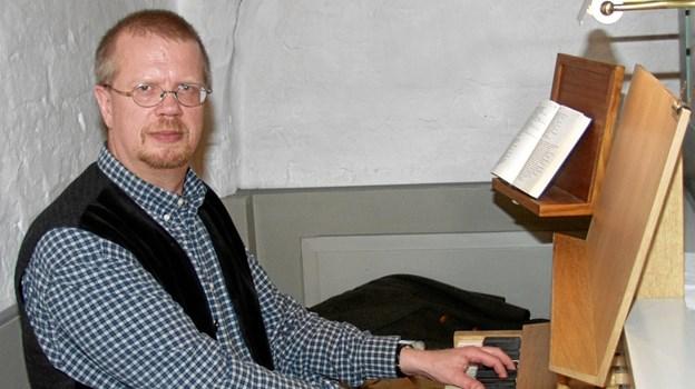 Bo Grønbech har tidligere spillet orgelmusik ved kirkekoncerter i det nordjyske område, her i Mou Kirke for nogle år siden.   Arkivfoto
