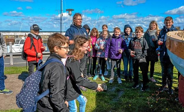 """De to elever døbte """"Søstjernen"""" i børnechampagne. Foto: Mogens Lynge Mogens Lynge"""