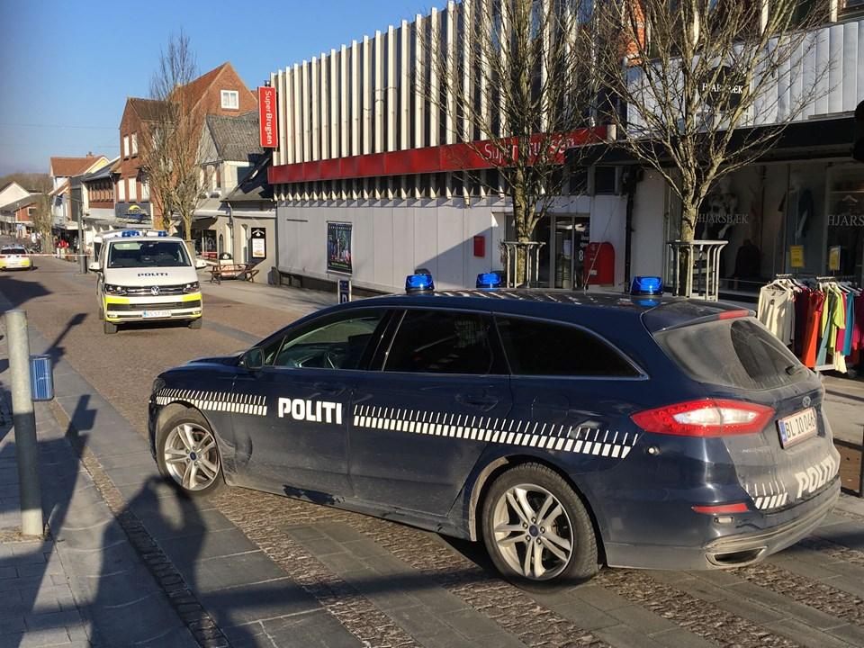 En mand blev stukket med kniv, da han forsøgte at forhindre et røveri i SuperBrugsen i Brovst. Foto: Martin Damgård