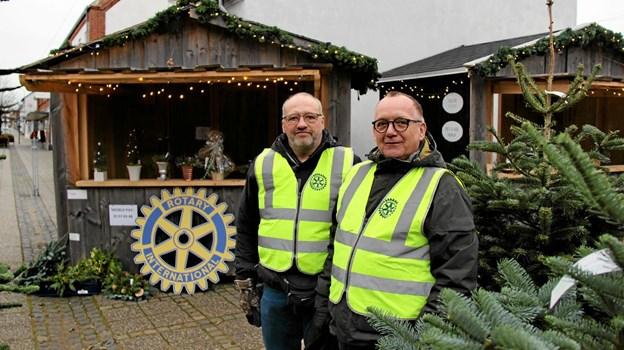 Fra venstre er det Kjeld Yde Madsen og Finn Borre Andersen fra Sydthy Rotaryklub. Foto: Hans B. Henriksen