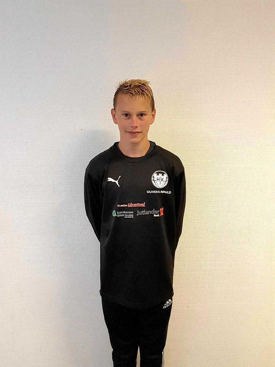 Oliver Lang Røgild, 14 år - er hjælpetræner i Hobro IK og har trænet U9 drenge. Privatfoto