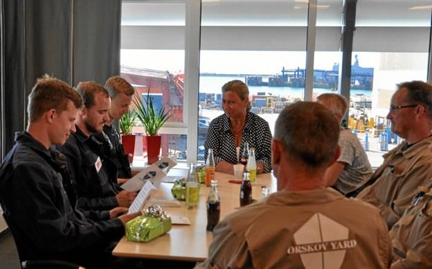 Her ses de tre lærlinge og deres mestre samt Christina Ørskov og maritime uddannelseskoordinator Anette Herman Sørensen (MARCOD).
