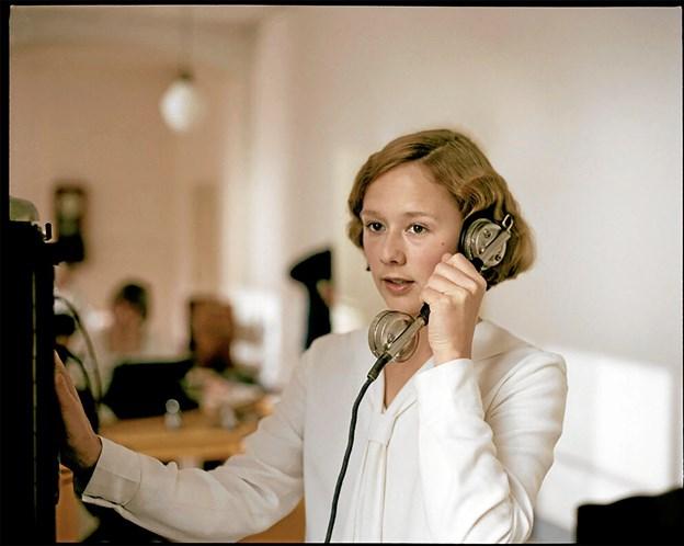"""I den altoverskyggende hovedrolle som Astrid Lindgren ses den unge skuespillerinde Alba August, der er blevet belønnet til dette års filmfestival i Berlin, hvor hun blev tildelt en """"Shooting Star"""" og helt aktuelt med nomineringen til den svenske Guldbagge-pris. Foto: Presse"""
