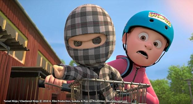 Ternet Ninja og Aske på farten i den danske animationsfilm Ternet Ninja.pr-foto