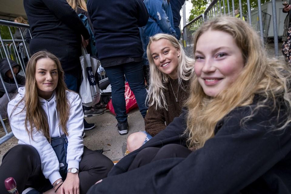 Sofie Mortensen, Trine Hoffgaard og Mathilde Balle synes, det er fedt, at så stort et band som Maroon 5 kommer til Aalborg. Foto: Lasse Sand
