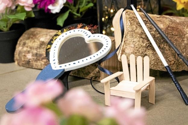 Et magisk spejl, fehave-møbler og tryllestave - alt dette kan de små prøve at lave på Sæby Bibliotek i uge 8. Foto: Sisse