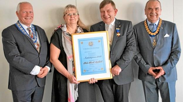 Fra venstre Vicekomtur Jack Tarby, Alice Lindhardt, Niels Henrik Lindhardt og Komtur Karl-Otto Schmidt. Privatfoto