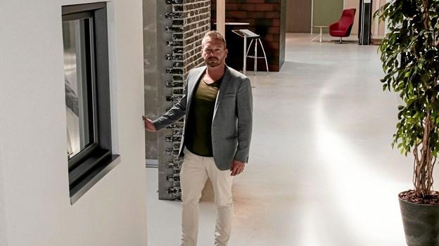 Vi er lige nu i fuld gang med at indrette vores 700 m2 1:1 showroom, fortæller Morten Stausgaard. Foto: Peter Jørgensen
