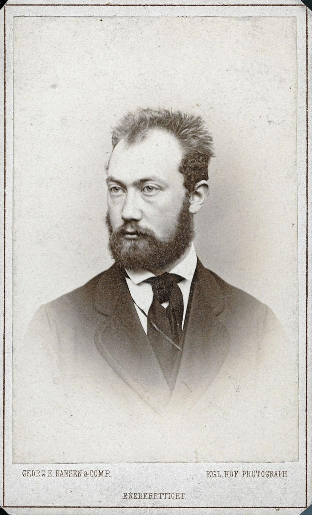 Thorvald Bindesbøll (1846-1908) portrætteret af kongelig hoffotograf Georg E. Hansen i 1871, da han var 25 år gammel. Han kom senere til at fylde en del mere i landskabet – på alle måder. LOKALHISTORISK ARKIV SKAGEN