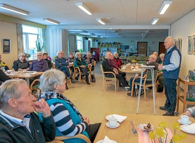 Poul Sørensen har i flere år interesseret sig for den spændende historie om brunkulslejerne i Søby. Han berettede om de mange forskellige personer og deres familier, der havde levet en stor del af deres liv med at bryde brunkul. Foto: Niels Helver Niels Helver