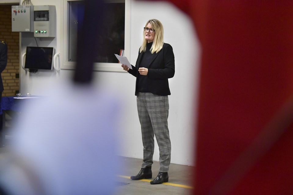 Borgmester Birgit Hansen roste brandfolkene for den indsats, som de fortsat yder, selv om vilkårene med færre storre beredskaber har ændret meget. Foto: Bente Poder