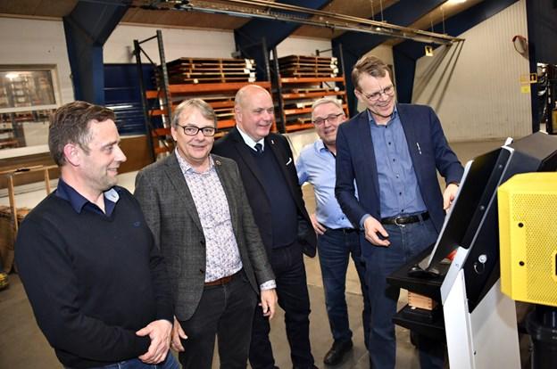 Morten Mølbjerg, der er næste generation i virksomheden, Henrik Jørgensen (V), Søren Gade (V), Peter Mølbjerg og Mikael Klitgaard (V). Foto: Kurt Bering Kurt Bering