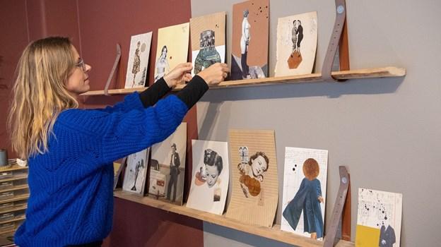 Gitte Lacarriere er indretningsarkitekt og collagekunstner. Det sidste halvandet år har hun holdt til i et lokale i Nørresundby, hvor hun som et nyere tiltag er begyndt at afholde workshops.