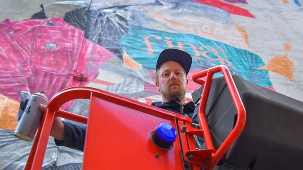 Joram Roukes er klassisk uddannet fra Kunstakademiet Minerva i maleri. Foto: Jesper Thomasen