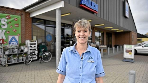 """Tine Hansen glæder sig over en helt """"ny"""" Aldi som kunderne har taget rigtig godt imod. Foto: Ole Iversen"""