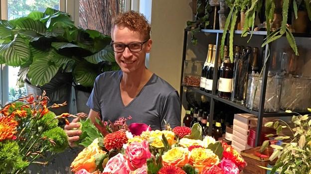 Blomsterkunstneren Jonas Jensen laver show med inspiration til, hvordan man laver en flot efterårsbuket.PR-foto