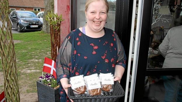 Flot velkomst til alle med speciel indpakket gave til alle. Foto: Flemming Dahl Jensen Flemming Dahl Jensen