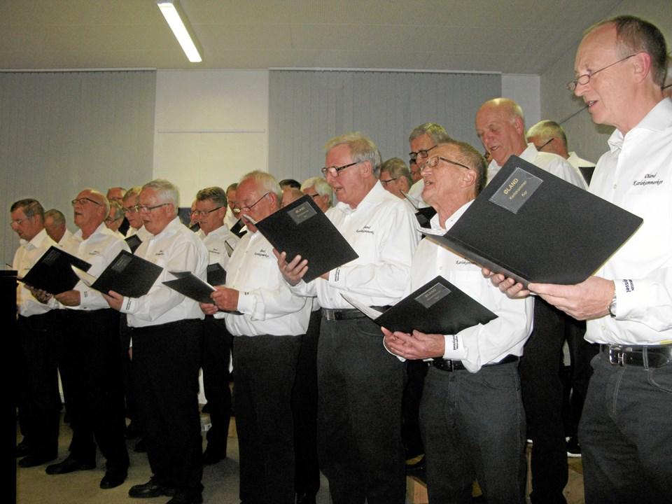 Øland Karlekammerkor sang for.