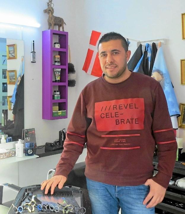 Moh Yousef i salonen i Søndergade. Foto: Kirsten Olsen
