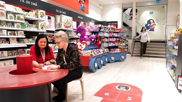 Leg skal være en stor del af de nye butikker, og butikschef Mette Mellergaard (t.v.) og distriktschef i BR Mette Juul har store planer for, hvordan børnene i højere grad får en oplevelse i legetøjsbutikkerne. Foto: Hans Ravn