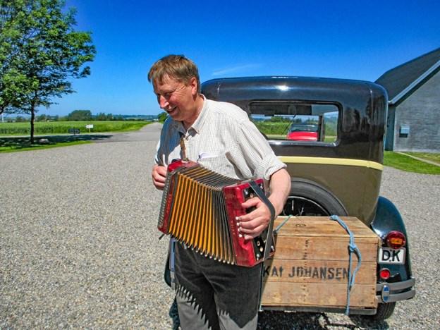 Den gamle harmonika er med på turen. Privatfoto Ole Iversen