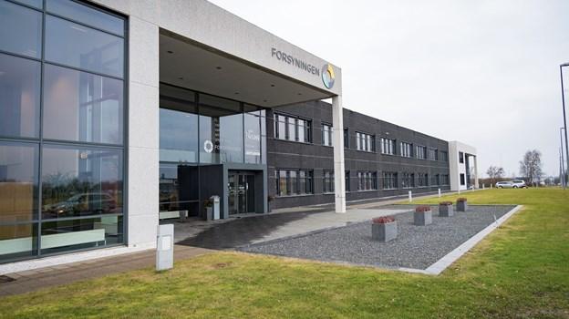 Fjernvarmeforsyningen, der styres fra hovedkontoret på Knivholtvej, vil investere i en varmepumpe til op mod 150 millioner. Arkivfoto: Kim Dahl Hansen