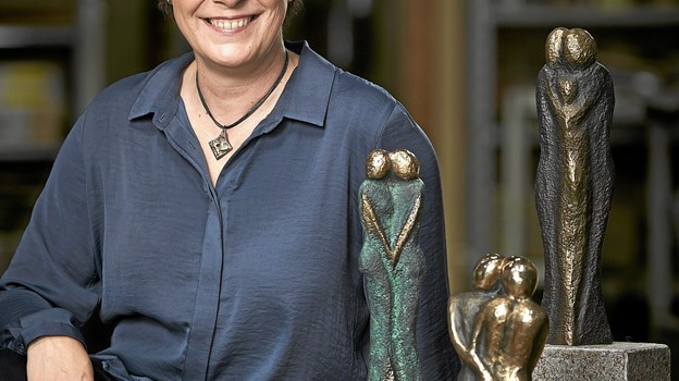 Lena Purkær Stefansen med nogle af hendes karakteristiske kunstværker. Foto: Karl Erik Hansen Karl Erik Hansen