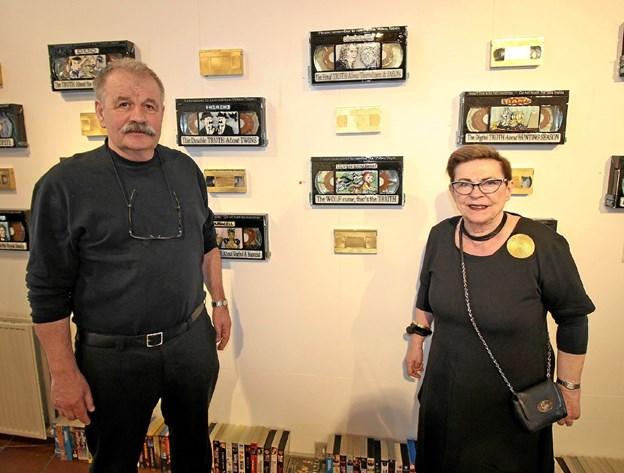 Glaskunstnerne Britta Madsen og Søren Gøttrup fejrede, at de begge fyldte 70, med en stor glasudstilling på Kunstcentret.Foto: Jørgen Ingvardsen Jørgen Ingvardsen