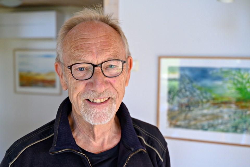 Ole Riber er initiativtager til den store akvareludstilling på museet og det samtidige kursus i akvarelmaling i Maskinhallen for øvede amatører med såvel lokale deltagere som deltagere fra det øvrige Danmark og fra Sverige. Foto: Kurt Bering Kurt Bering