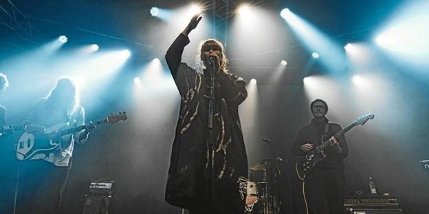 Tundra leverer musikken, mens eventteknikere fra EUC Nord i Frederikshavn står for lys og lyd. ?Foto: Nikolaj Bransholm