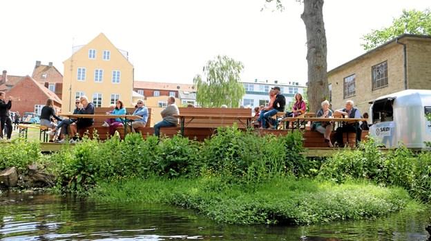 """'Flagermus terrassen"""" nedenfor Pindborggade var den ideelle ramme for Riverjazz. Foto: Tommy Thomsen"""