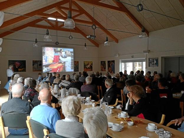 Festsalen i Kig Ind var tætpakket af tilskuere til filmfremvisningen. Privatfoto