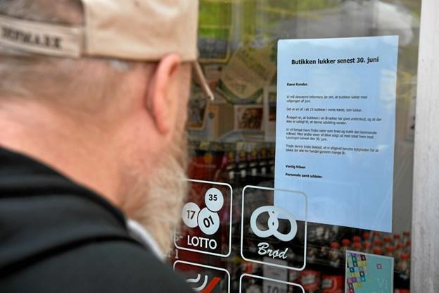 Kunderne er vrede over, at COOP nu vælger at lukke LokalBrugsen på Refsvej og de håber, at der genopstår en eller anden form for dagligvarebutik. Mange bruger den som deres primære indkøbsmulighed og fortæller, at de lægger mange penge i butikken hver måned.Foto: Peter Mørk