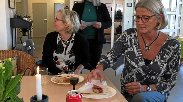 Leder af Familiecentret, Aino Halsboe, bød Ulla Flintholm fortalte, hvordan huset har været igennem en lettere renovering og ombygning, så der er blevet plads til samtaler, samvær og flere kreative rum. Privatfoto