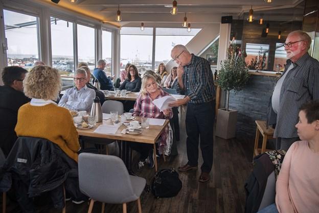 Jørgen Jensen (th) afslørede ved medlemsmødet, hvem der bliver Jens Brændgaards afløser som handelschef.  Foto: Hans Ravn