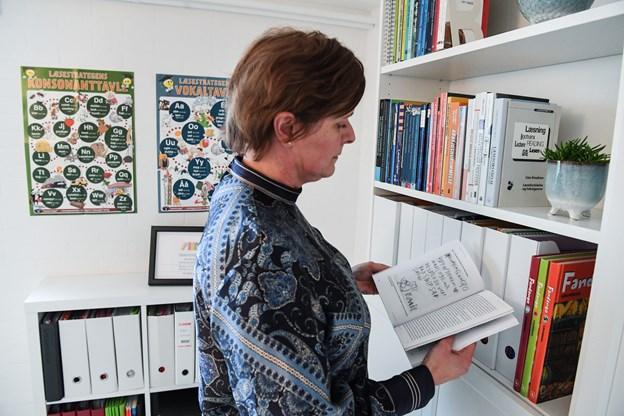 - Læsning er kernen i skolen - man skal bruge det i alle fag. Og det er vigtig at give alle børn adgang til viden og lige muligheder, siger Jette, der brænder for at lære børn og unge at knække læsekoden og for at understøtte ordblindes læsemuligheder optimalt. Foto: Bent Bach Bent Bach